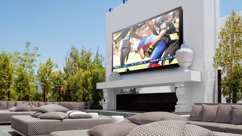 What Makes Up the Perfect Outdoor Home Theater?