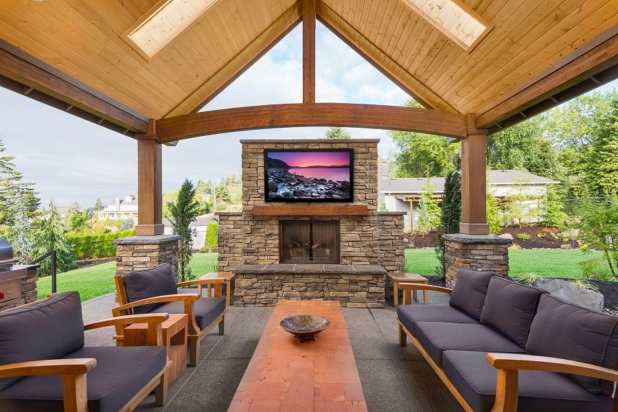 Considering an Outdoor TV Installation for Your Backyard? Start Here.